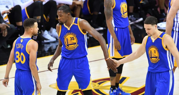 Les Warriors osnt invaincus cette saison quand le trio Curry-Thompson-Durant marque plus de 90 points en combiné