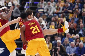 Bojan Bogdanovic et Miles Turner ont essayé de donner des coups de pied à une chave-souris s'étant introduite dans la salle des Pacers
