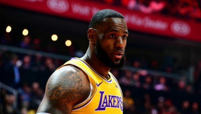 LeBron James sous le maillot des Lakers