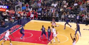 NBA – Top 10 : Bradley Beal postérize violemment Salah Mejri !
