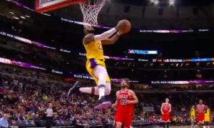 NBA – Top 10 : LeBron James en mode Dunk Contest !