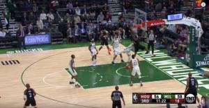 NBA – Top 10 : Clint Capela massacre Giannis Antetokounmpo !