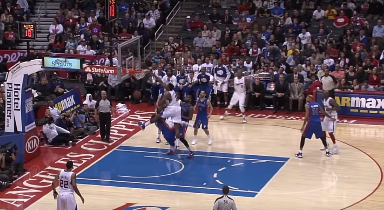 DeAndre Jordan assassine Brandon Knight