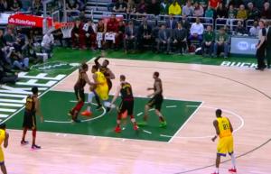 NBA – Top 10 : Giannis écrase deux joueurs des Cavs !