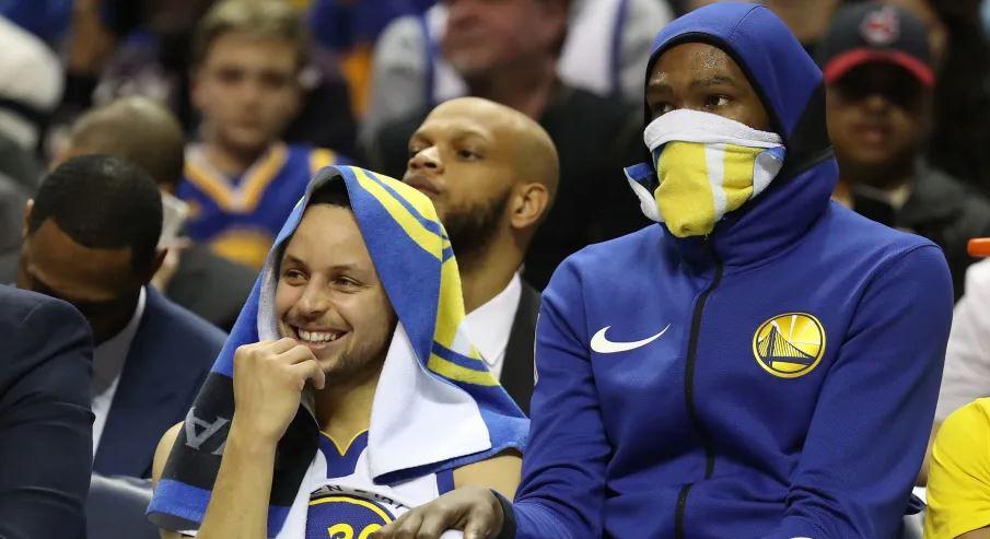 Stephen Curry et Kevin Durant sur le banc des Warriors