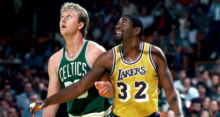 Larry Bird et Magic Johnson durant un Celtics/Lakers