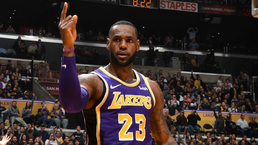 LeBron James dépasse Michael Jordan au scoring