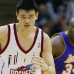 NBA – La première rencontre musclée entre Shaq et Yao Ming