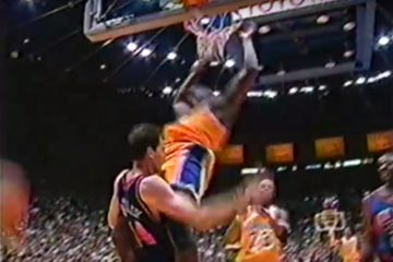 Shaquille O'Neal dunk sur Chris Dudley