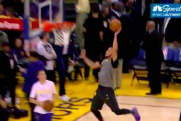 Stephen Curry dunk main gauche