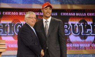 Dans le documentaire sur Derrick Rose, il est révélé que les Bulls auraient pu ne pas le sélectionner à la draft 2008