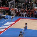 NBA – Chute effrayante pour Corey Brewer après un gros dunk