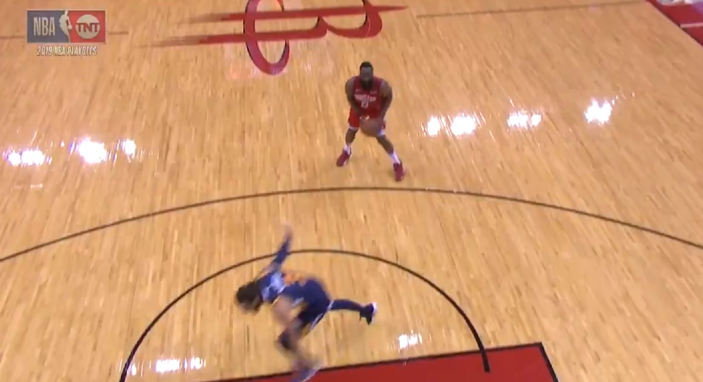 f9bda56d3f26 NBA - James Harden tente le tir le plus irrespectueux de l histoire... et  rate