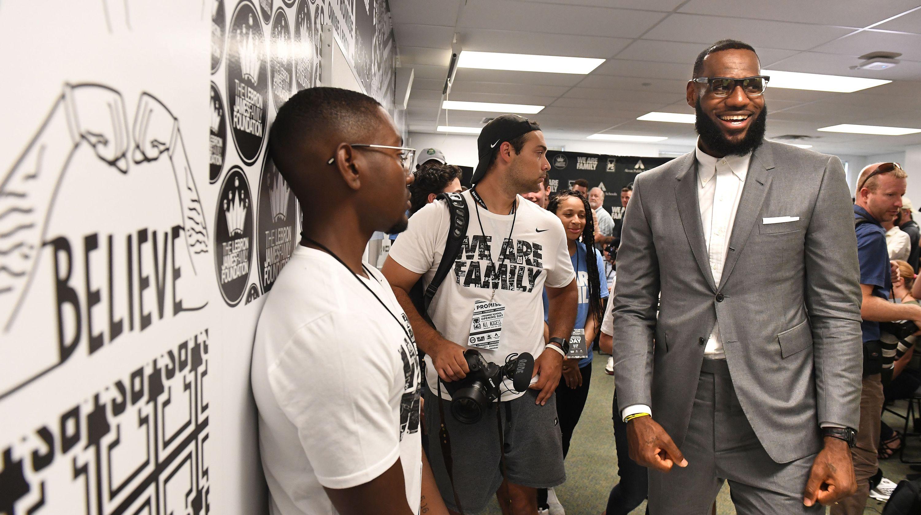 LeBron James école akron