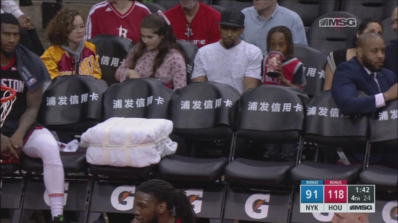 Le banc des Rockets se vide