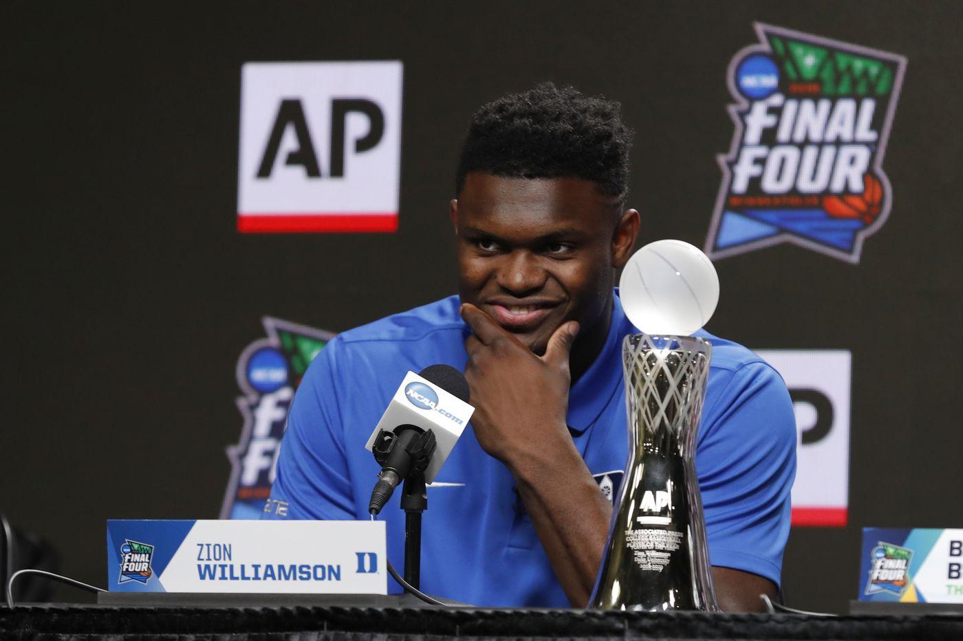 Zion Williamson, amusé, en conférence de presse.