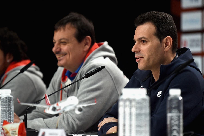 Le coach grec remporte une deuxième couronne européenne