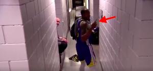 NBA – Andre Iguodala trolle les caméras du Moda Center