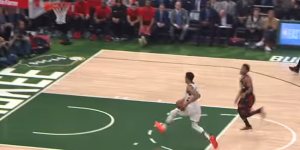NBA – Top 5 : Giannis traverse le terrain en… 2 dribbles