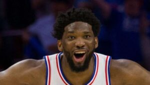 NBA – La célébration NSFW de Joel Embiid sur la tête de KAT
