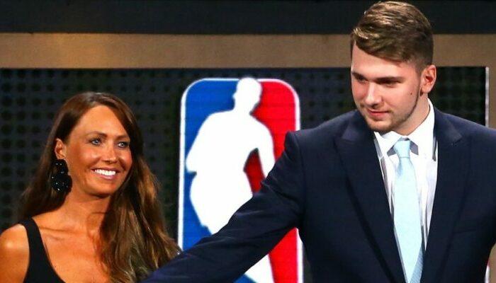 Luka Doncic et sa mère à la Draft
