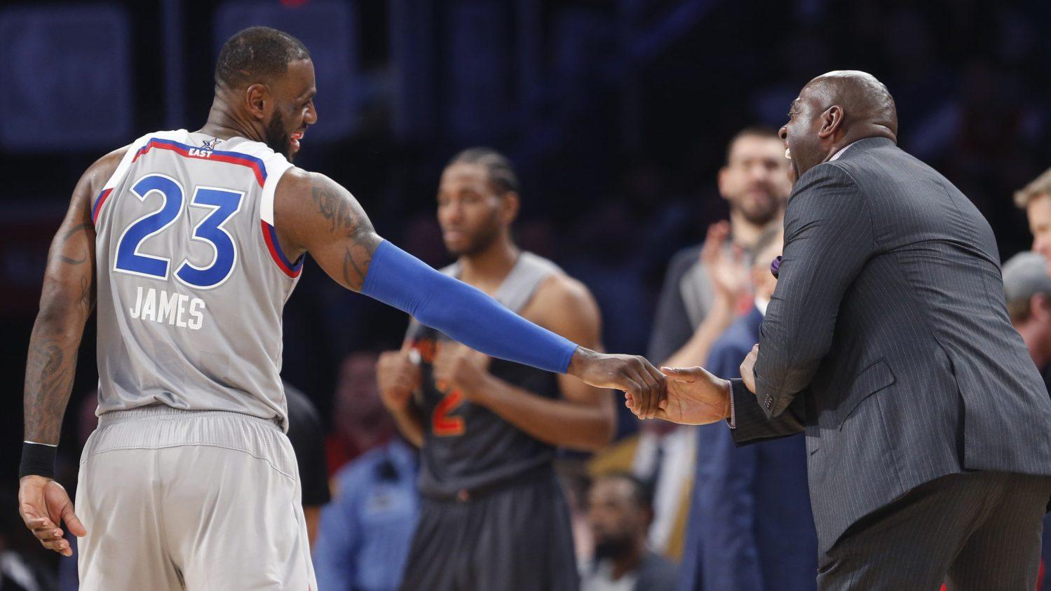 Magic Johnson au côté de LeBron James