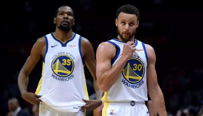 Stephen Curry et Kevin Durant sous le maillot des Warriors