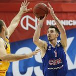 VTB League – Nando De Colo tacle le ballon comme un défenseur central !