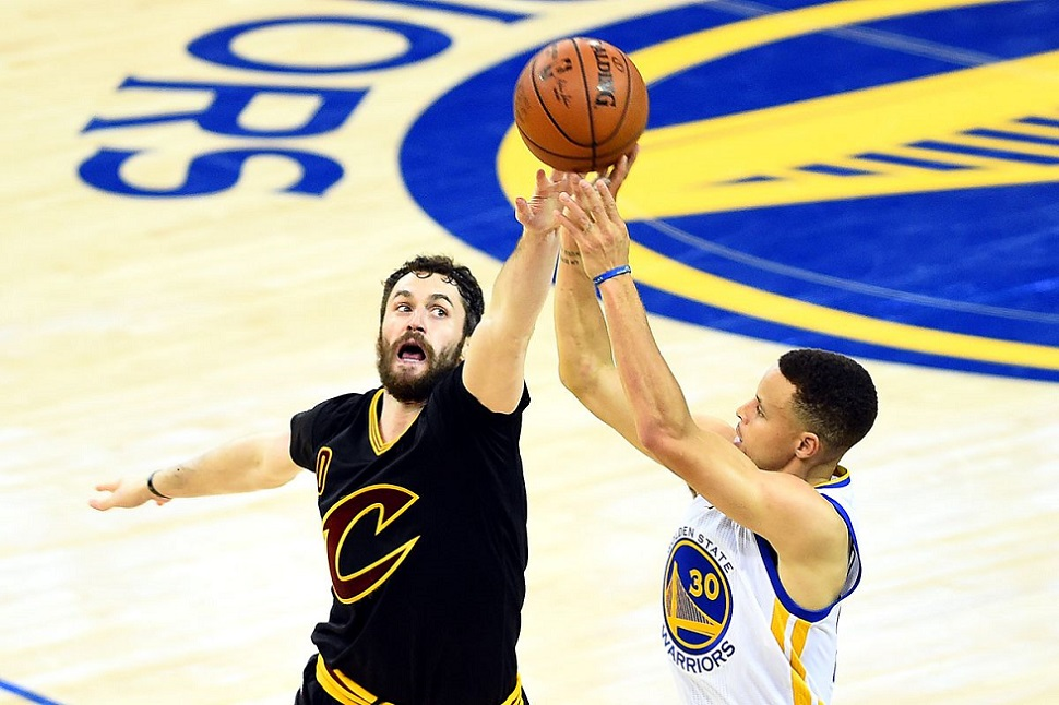 steph curry kevin love finals 2017 shot