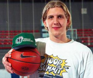 Lors du Nike Hoop Summit 1998, Dirk Nowitzki s'est révélé aux yeux de toute la NBA en battant presque à lui tout seul l'équipe américaine