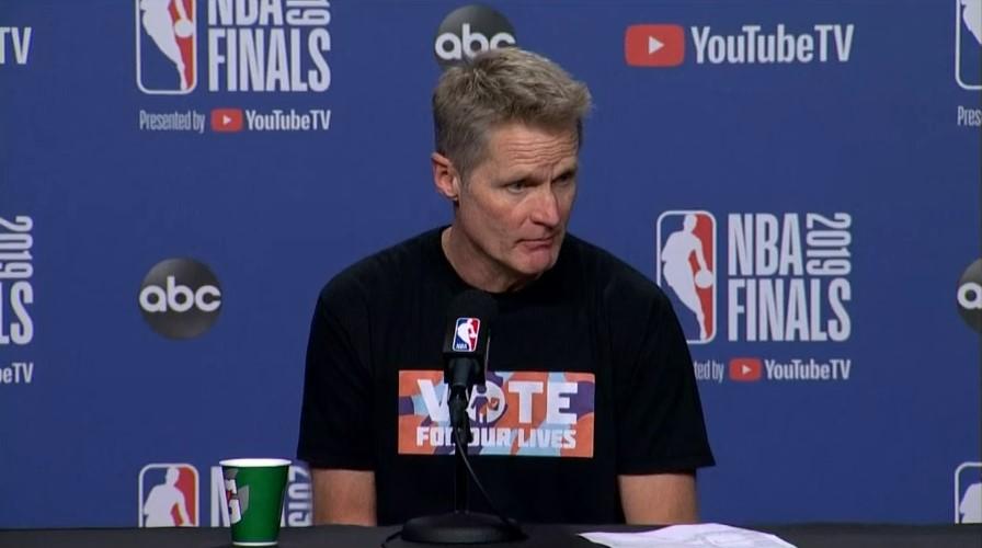 Le message fort du tee-shirt de Steve Kerr