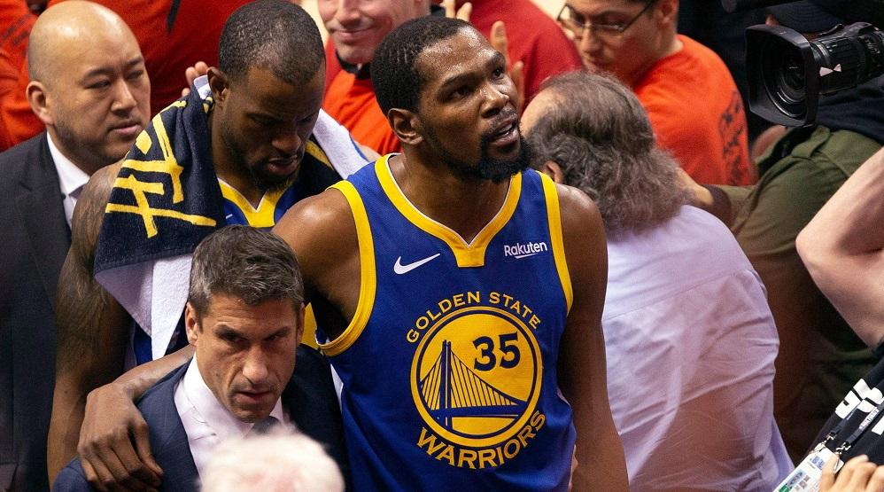 Kevin Durant allant aux vestiaires face aux Toronto Raptors (Game 5 des Finales NBA)