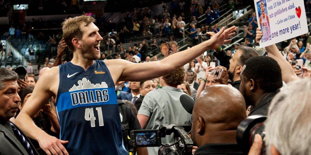 Dirk se fait troller par sa franchise Dallas
