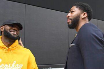 Anthony Davis et LeBron James lors d'une conférence de presse