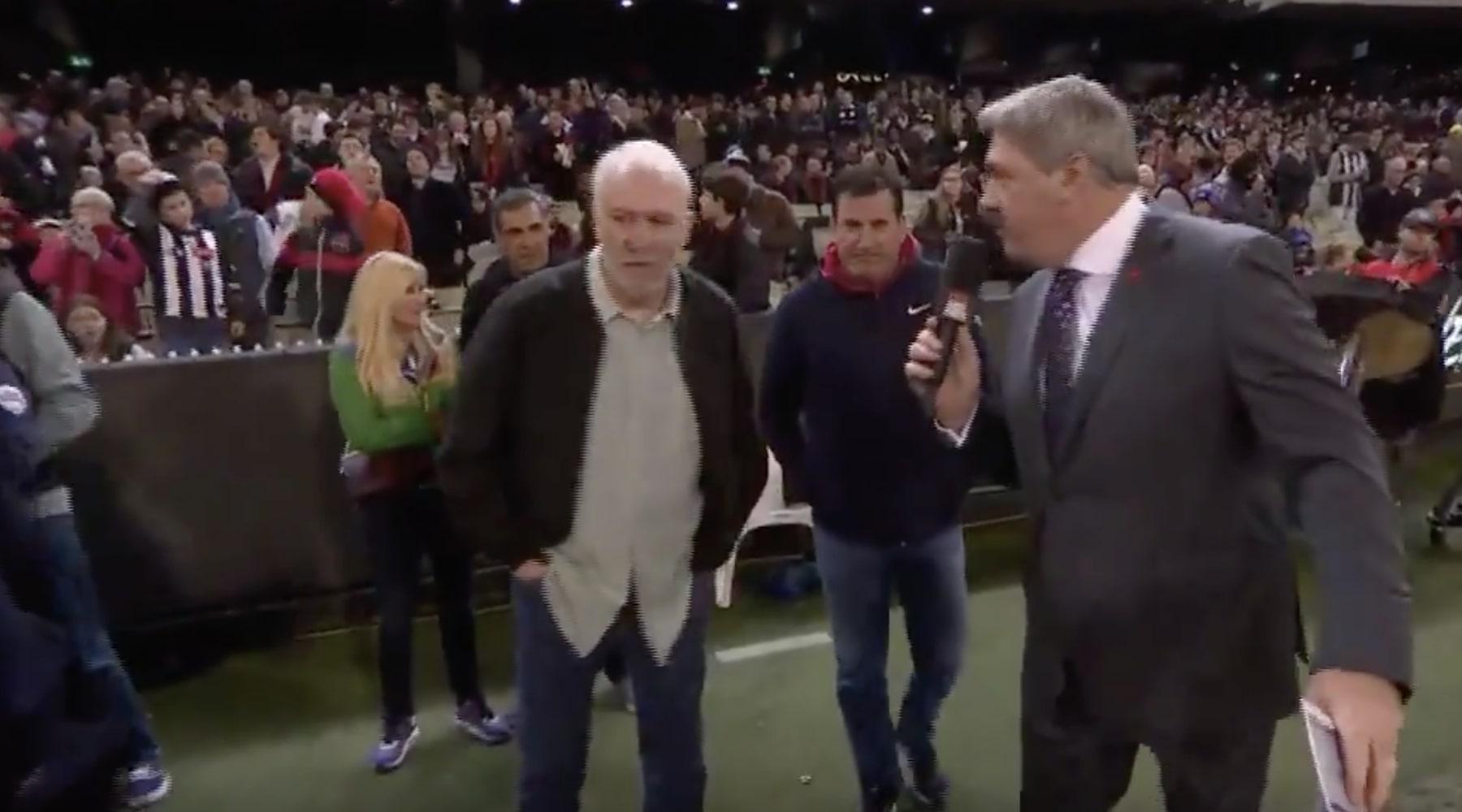 Pop met un gros vent à un journaliste australien