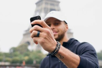 stephen curry palm smartphone