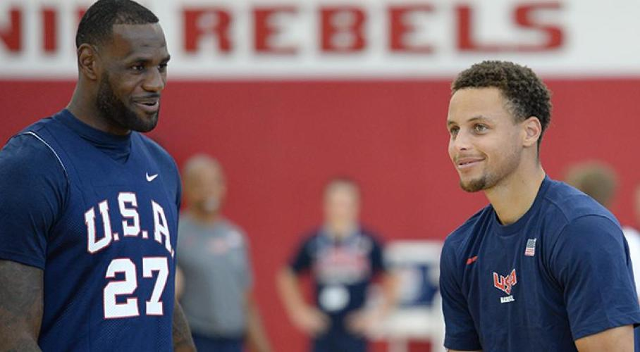 stephen curry et LeBron james à l'entrainement team usa
