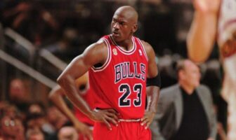 michael jordan sous le maillot des bulls
