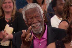 NBA – A 85 ans, Bill Russell prend son premier selfie… en bonne compagnie !