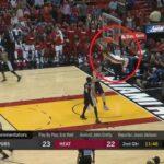 NBA – Quand Derrick Jones Jr casse (littéralement) le cercle