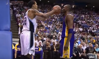 Kobe Bryant ne réagit pas à la feinte de Matt Barnes
