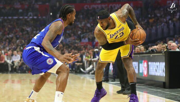 LeBron James et Kawhi Leonard lors du match entre les Lakers et les Clippers