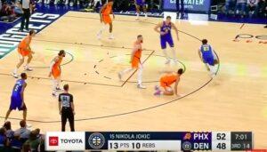 NBA – Jamal Murray met Devin Booker à genoux