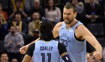 Mike Conley et Marc Gasol célèbrent une action sous le maillot des Grizzlies