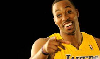 Dwight Howard aux Lakers avec le sourire