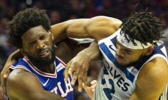 Karl-Anthony Towns et Joel Embiid se battent