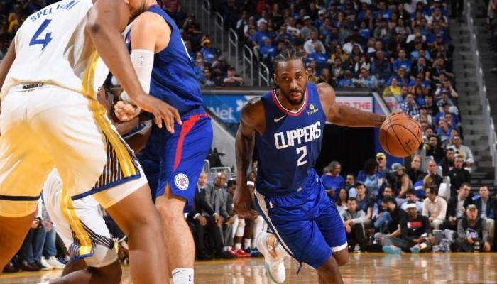 Kawhi Leonard sous le maillot des Clippers contre les Warriors