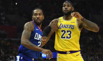 Kawhi Leonard et LeBron James durant un match entre Clippers et Lakers