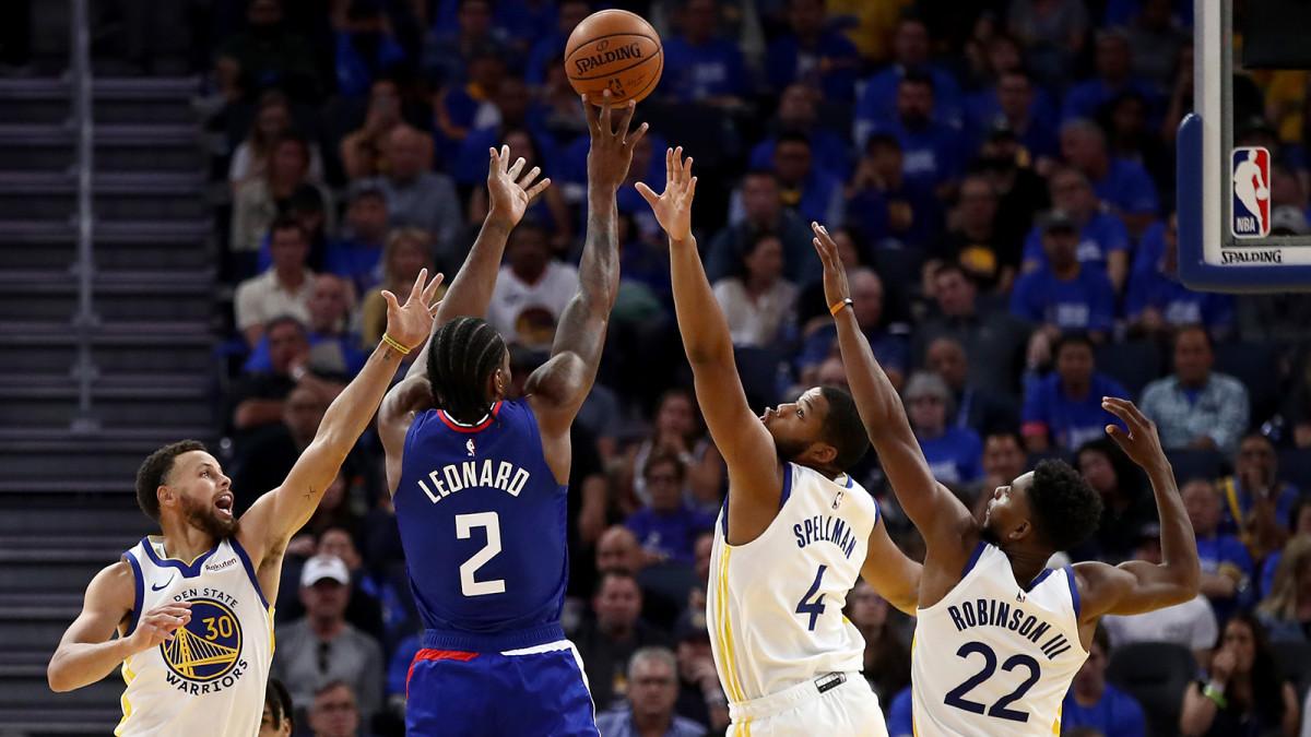 Kawhi Leonard domine Stephen Curry et les Warriors