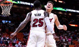 Kendrick Nunn congratulé par Tyler Herro du Miami Heat